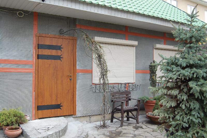 двери входные металлические в деревенском стиле